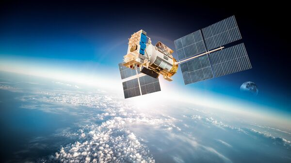 Спутник на Земной орбите. Архивное фото