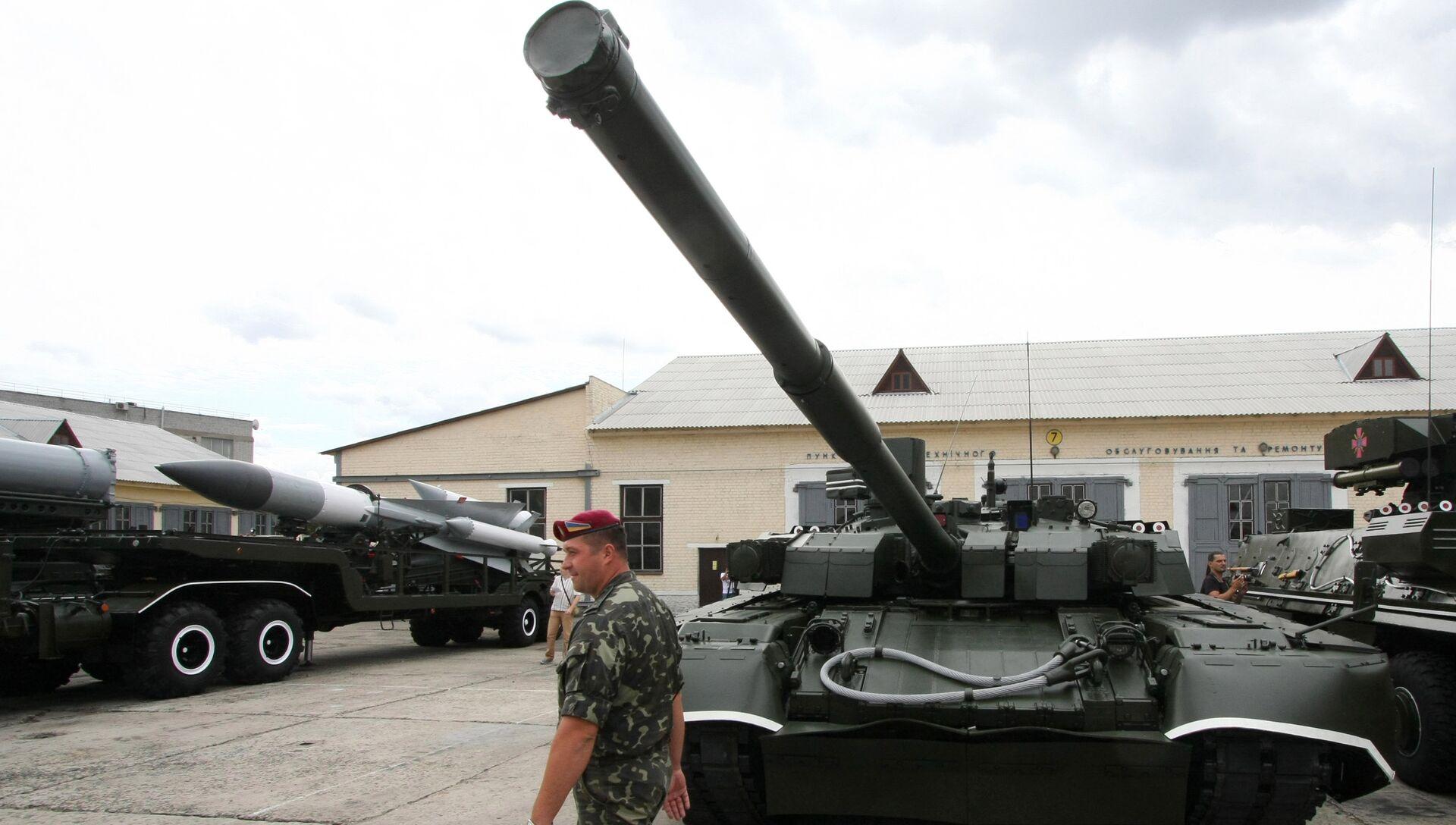 Танк Т-84У Оплот. Архивное фото - РИА Новости, 1920, 17.07.2018