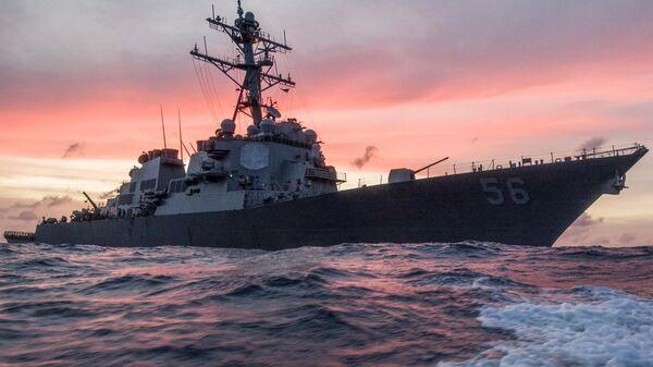 Американский эсминец Джон С. Маккейн в Южно-Китайском море. Архивное фото