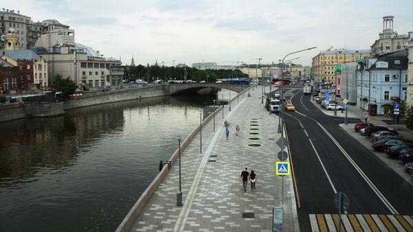 Якиманская набережная в Москве. 11 августа 2017