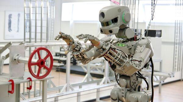 Испытание антропоморфного робота Федор проекта Спасатель