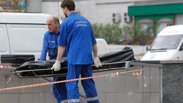 Сотрудники скорой помощи на месте происшествия. Архивное фото