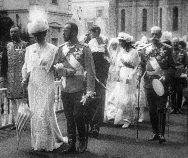 Император Николай II с женой Александрой Федоровной
