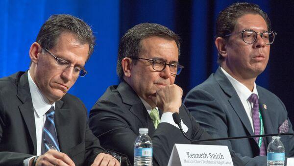 Представители делегации Мексики на переговорах в Вашингтоне о зоне свободной торговли НАФТА. 16 августа 2017