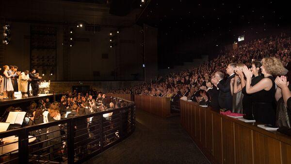 Выступление оркестра и хора MusicAeterna в Зальцбурге