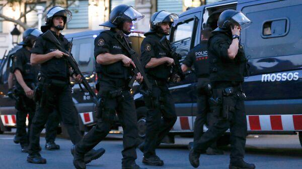 Испанские полицейские в Барселоне. Архивное фото