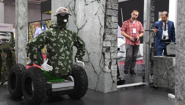 Прототип тактического тренажера Подвижная радиоуправляемая мишень на международном военно-техническом форуме Армия-2017 в Московской области