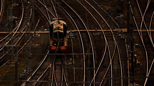 Локомотив на железнодорожных путях