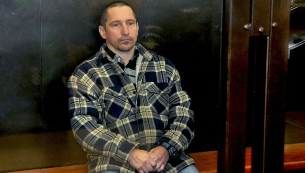 Сергей Егоров, обвиняемый в расстреле 9 человек в посёлке Редкино, в зале Тверского областного суда