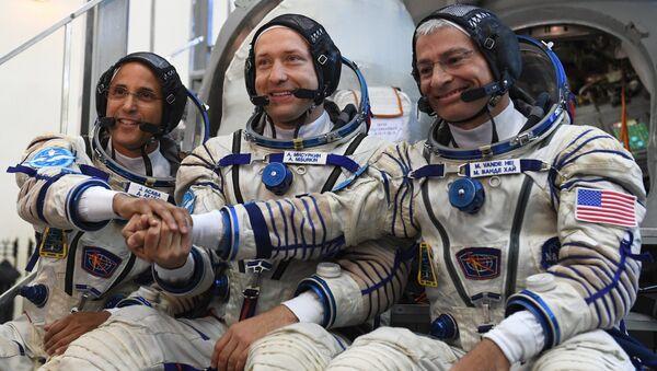 Члены основного экипажа 53/54-й экспедиции на Международную космическую станцию перед началом комплексных экзаменационных тренировок в Центре подготовки космонавтов. 31 августа 2017
