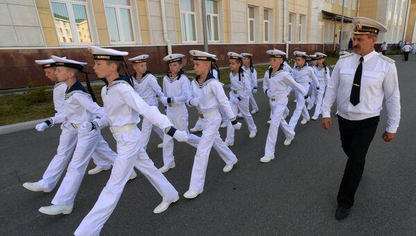 Учащиеся кадетского училища на торжественной линейке