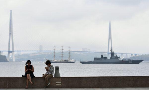 На набережной бухты Аякс, где открылась выставка Улица Дальнего Востока в рамках Восточного экономического форума во Владивостоке