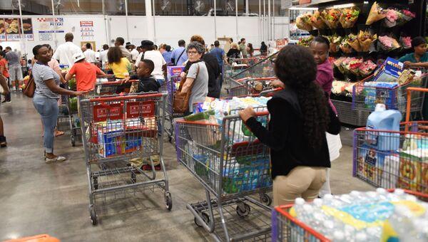 Очередь в супермаркете в Северном Майами
