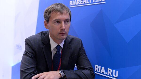 Генеральный директор АО Корпорация развития Дальнего Востока Денис Тихонов во время интервью на площадке Восточного экономического форума