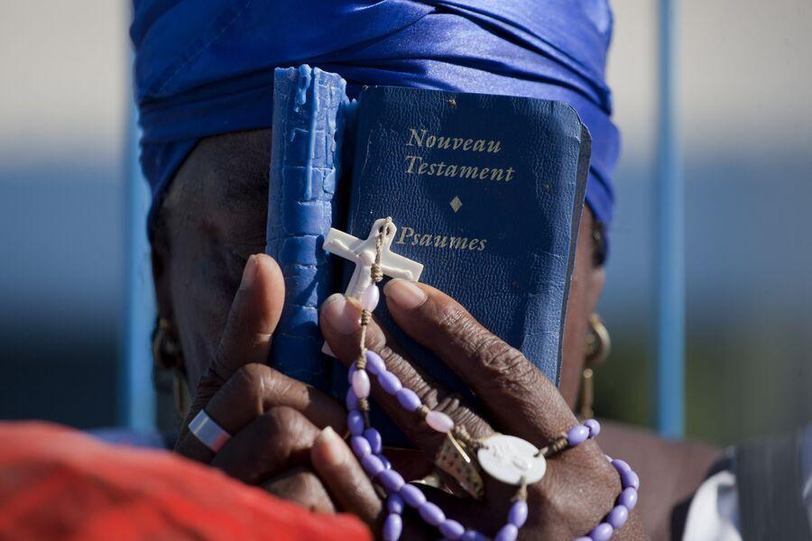 Празднование католической Страстной пятницы в Гаити. 2015 год