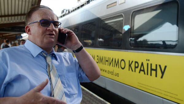 Депутат европарламента Яцек Сариуш-Вольски на железнодорожном вокзале в польском Пшемышле. 10 сентября 2017