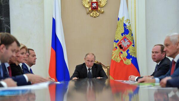 Владимир Путин проводит совещание с членами Правительства РФ. 11 сентября 2017
