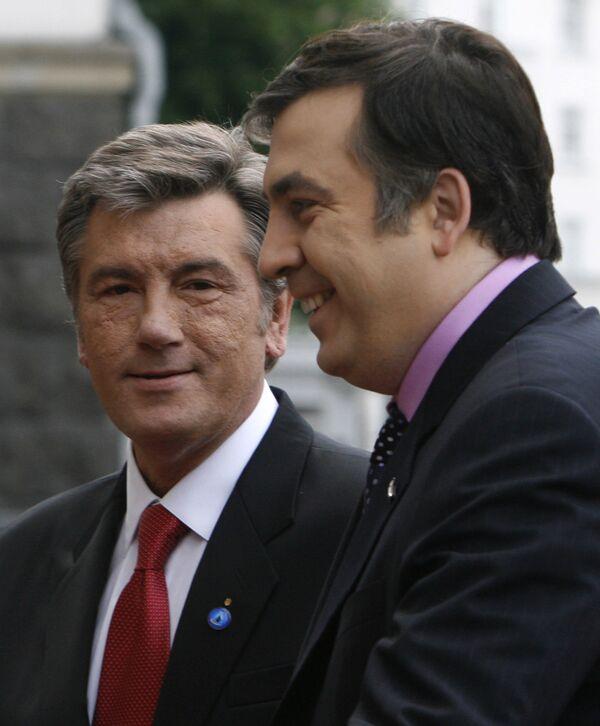 Президент Украины Виктор Ющенко и президент Грузии Михаил Саакашвили (слева направо)