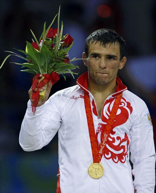 Борец Назир Манкиев принес сборной России первую золотую медаль