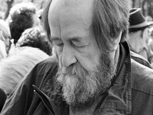 Видеосправка: Биография Александра Солженицына