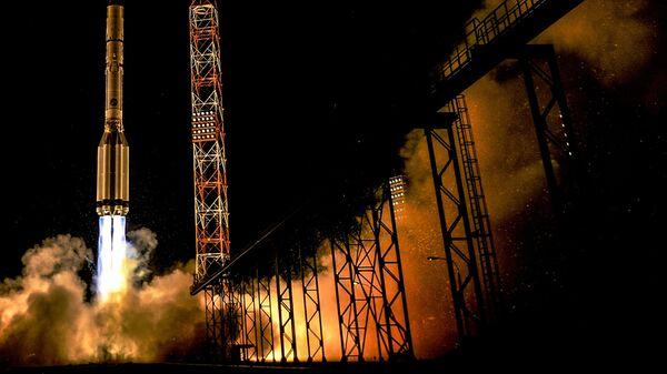 Старт ракеты-носителя Протон-М