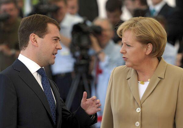 Президент России Дмитрий Медведев и канцлер Германии Ангела Меркель