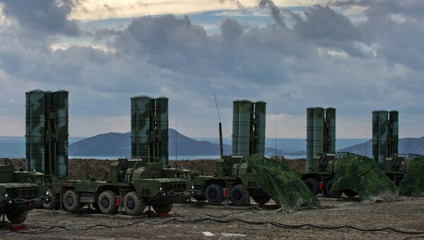 Зенитный ракетный комплекс С-400 Триумф полка противовоздушной обороны в Крыму. Архивное фото