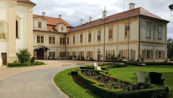 Замок Лоучень. Главный вход