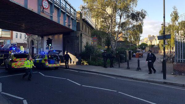 Полицейские у станции метро Parsons Green в Лондоне. 15 сентября 2017