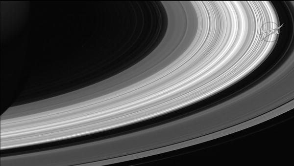 Последняя фотография, полученная «Кассини» перед падением на Сатурн
