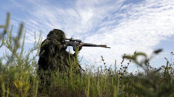 Украинский снайпер в Луганской области