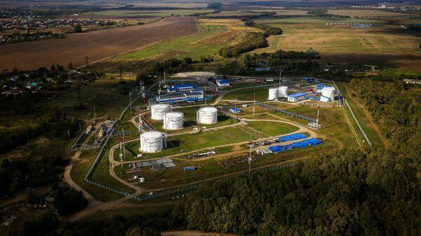 Вид на нефтехранилище Транснефть в одном из поселков Краснодарского края