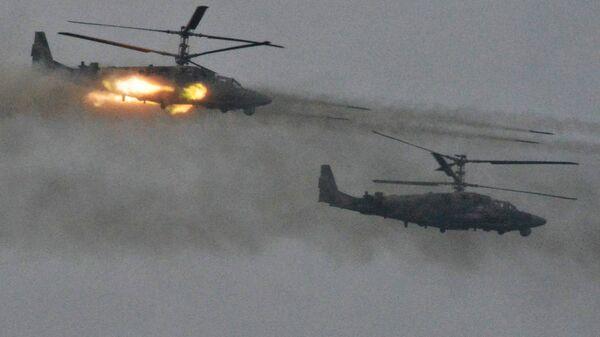 Вертолёты Ка-52 Аллигатор во время совместных стратегических учений (ССУ) вооружённых сил России и Белоруссии на Лужском полигоне в Ленинградской области
