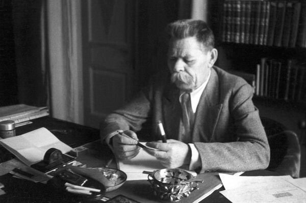 Максим Горький на своей даче в Горках. Июль 1935 года.