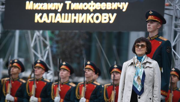 Дочь Михаила Калашникова на церемонии открытия памятника оружейнику Михаилу Калашникову в Москве. 19 сентября 2017