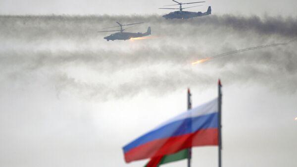 Вертолеты Ка-52 во время совместных стратегических учений вооруженных сил Республики Белоруссия и Российской Федерации. Архивное фото