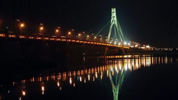 Московский мост через Днепр в Киеве, Украина. Архивное фото