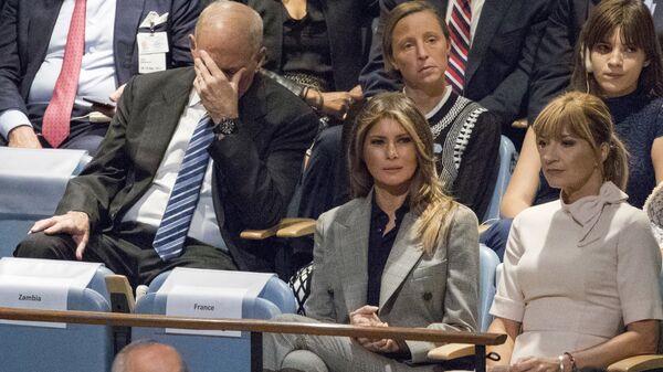 Глава аппарата Белого дома Джон Келли и Меления Трамп среди слушающих речь Дональда Трампа на  72 заседании Генеральной Ассамблеи ООН в Нью-Йорке. 19 сентября 2017