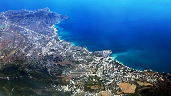 Вид на город Судак в Крыму из самолёта