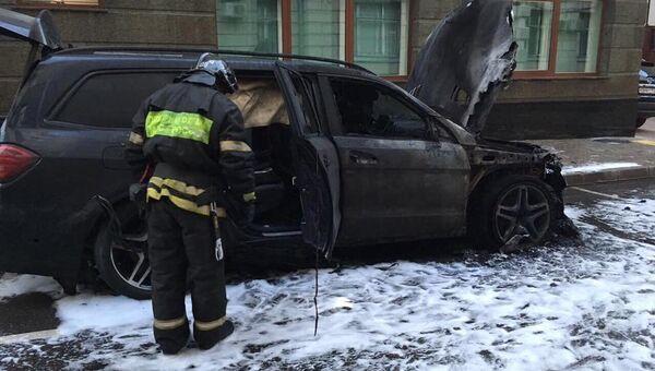 На месте пожара у офиса адвоката режиссера фильма Матильда Алексея Учителя Константина Добрынина
