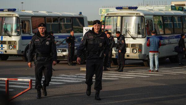 Полиция проводит рейд в ТЦ Москва. 21 сентября 2017