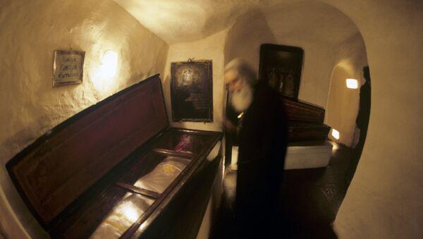 Поклонение мощам святых в дальних пещерах Киево-Печерской лавры