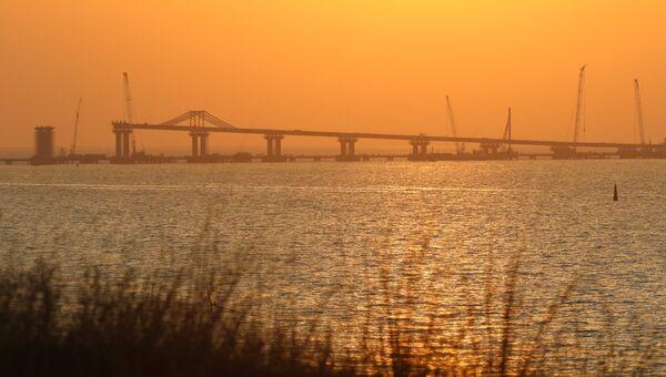 Строительство моста через Керченский пролив в Крыму. Архивное фото