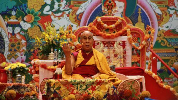 Далай-лама проводит учения для буддистов