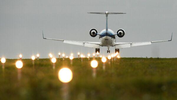 Самолет заходит на посадку в международном аэропорту Казань. Архивное фото