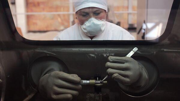 Промежуточный контроль при изготовлении топлива для энергетических ядерных реакторов. Архивное фото
