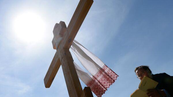 Установка поминального креста в память о погибших на территории Украины