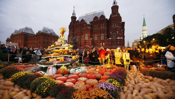 Выставка-ярмарка в центре Москвы. Архивное фото