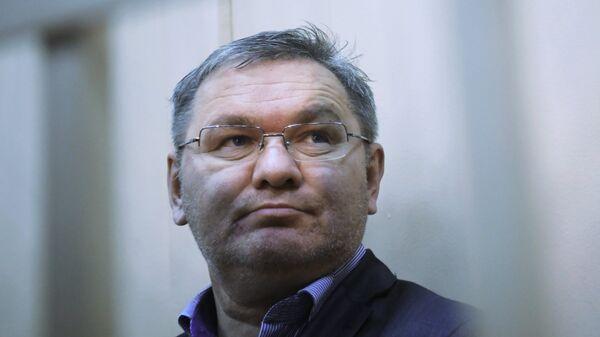 Генеральный директор авиакомпании ВИМ-Авиа Александр Кочнев, подозреваемый в хищении денежных средств пассажиров,  в Басманном суде Москвы. 29 сентября 2017