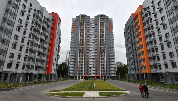 Многоэтажные жилые дома на Бескудниковском бульваре в Москве, предназначенные для переселения участников программы реновации. Архивное фото